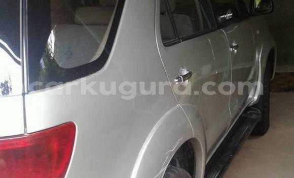 Acheter Occasion Voiture Toyota RAV4 Gris à Buterer, Bujumbura
