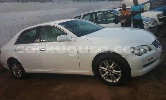 Acheter Occasion Voiture Toyota Mark X Blanc à Gihosha au Bujumbura