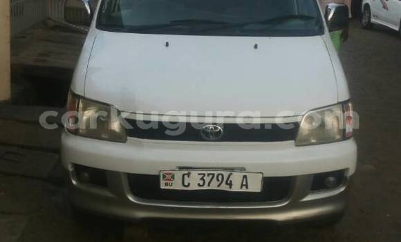 Acheter Occasion Voiture Toyota Noah Blanc à Mairie, Bujumbura