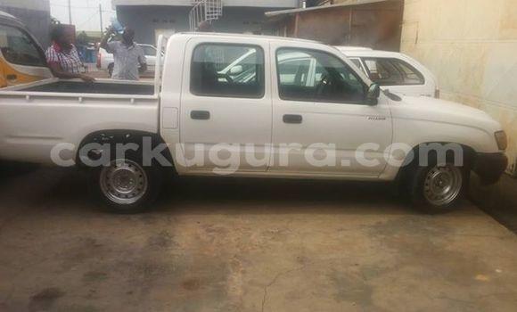 Acheter Occasion Voiture Toyota Hilux Blanc à Mairie au Bujumbura