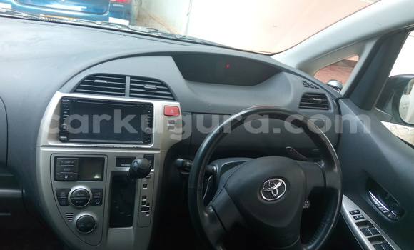 Acheter Occasion Voiture Toyota Ractis Blanc à Mairie au Bujumbura