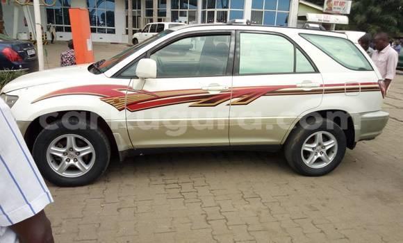 Acheter Occasion Voiture Toyota Harrier Blanc à Mairie au Bujumbura