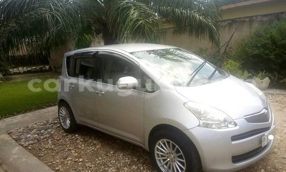 Acheter Occasion Voiture Toyota Ractis Gris à Kamenge au Bujumbura