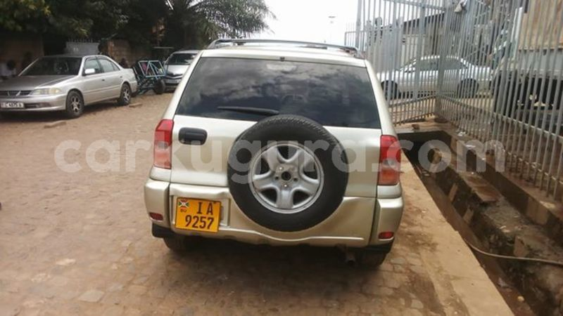 acheter occasion voiture toyota rav4 gris kamenge au bujumbura carkugura. Black Bedroom Furniture Sets. Home Design Ideas