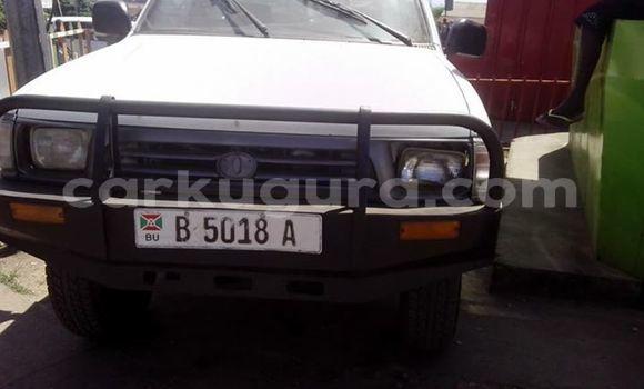 Acheter Occasion Voiture Toyota Hilux Blanc à Bururi au Burundi