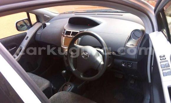 Acheter Occasions Voiture Toyota Vitz Gris à Bururi au Burundi