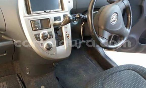 Acheter Occasion Voiture Toyota Ractis Gris à Bururi au Burundi