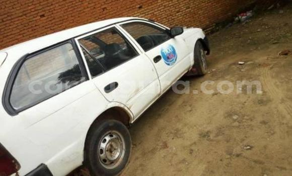 Acheter Occasion Voiture Toyota Corolla Blanc à Bururi au Burundi