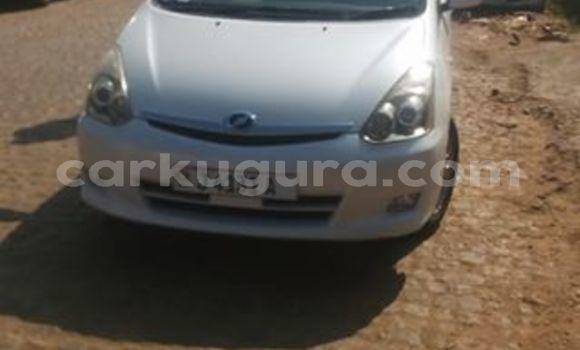 Acheter Occasions Voiture Toyota Wish Blanc à Bujumbura au Bujumbura