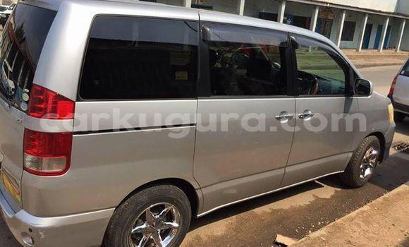 Acheter Occasions Voiture Toyota Noah Gris à Bujumbura au Bujumbura
