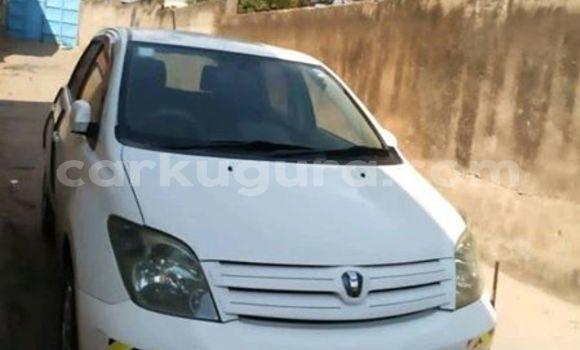 Acheter Occasion Voiture Toyota IST Blanc à Bujumbura, Bujumbura