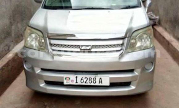 Acheter Occasion Voiture Toyota Noah Gris à Bujumbura, Bujumbura