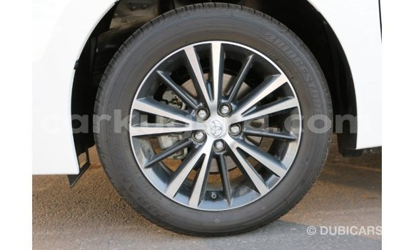 Acheter Importé Voiture Toyota Corolla Blanc à Import - Dubai, Bujumbura