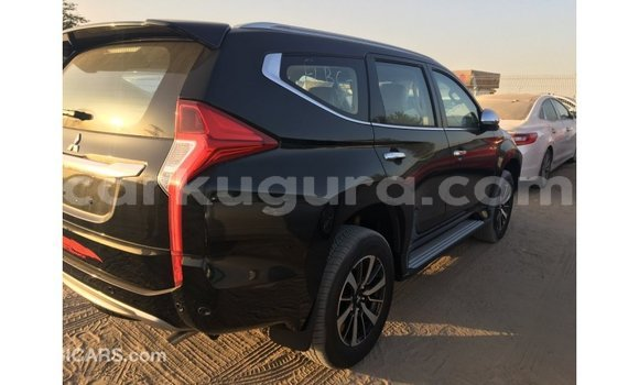 Acheter Importé Voiture Mitsubishi Montero Noir à Import - Dubai, Bujumbura