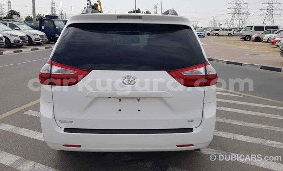 Acheter Importé Voiture Toyota Sienna Blanc à Import - Dubai, Bujumbura