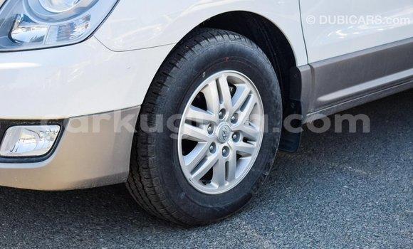 Acheter Importé Voiture Hyundai Accent Blanc à Import - Dubai, Bujumbura