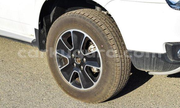 Buy Import Renault Duster White Car in Import - Dubai in Bujumbura