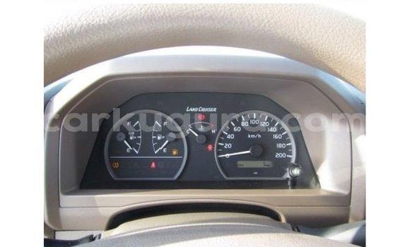 Acheter Importé Voiture Toyota Land Cruiser Blanc à Import - Dubai, Bujumbura
