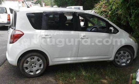 Acheter Occasion Voiture Toyota Ractis Blanc à Bujumbura, Bujumbura